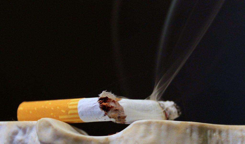 cigarette-1200057_1920